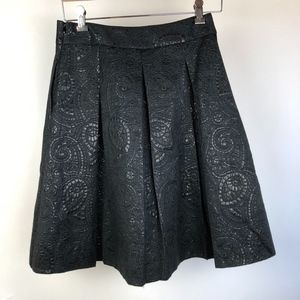Banana Republic Women's Skirt Size 2 in Black